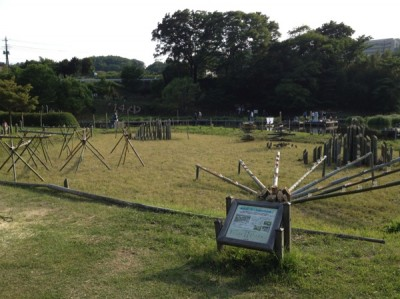 形状も様々な竹灯籠