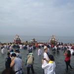 茅ヶ崎海岸浜降祭 海の日の早朝に行われるどっこい神輿のお祭りに行ってきた