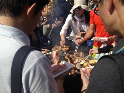 肉を自分で焼くスタイル