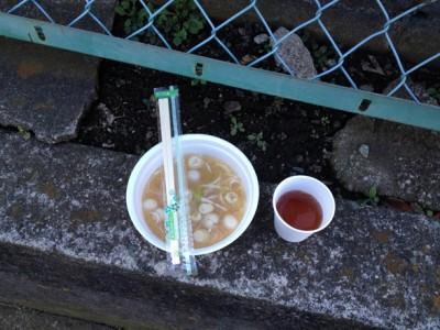 しらす汁と無料のお茶