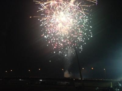 橋の南側から上がった花火