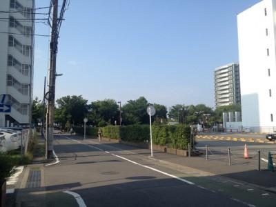 市役所横の駐車場 こちらにも人は居ない