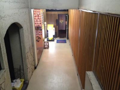 階段の正面には焼酎BAR LINKという店があります