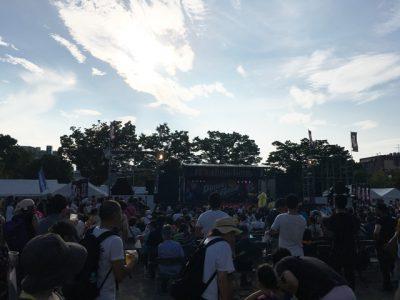 中央公園西側のステージ