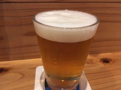 夏に飲んだビール。グラスにかなり水滴が付いている。ただ、やはりキンキンではなかった。